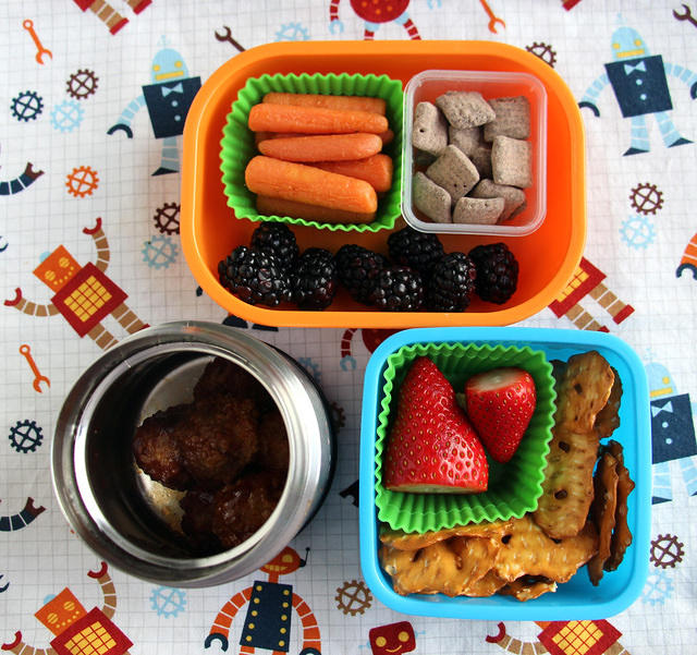 Packing Tips for Day Camp Lunches and Snacks: pack a couple snacks in separate containers
