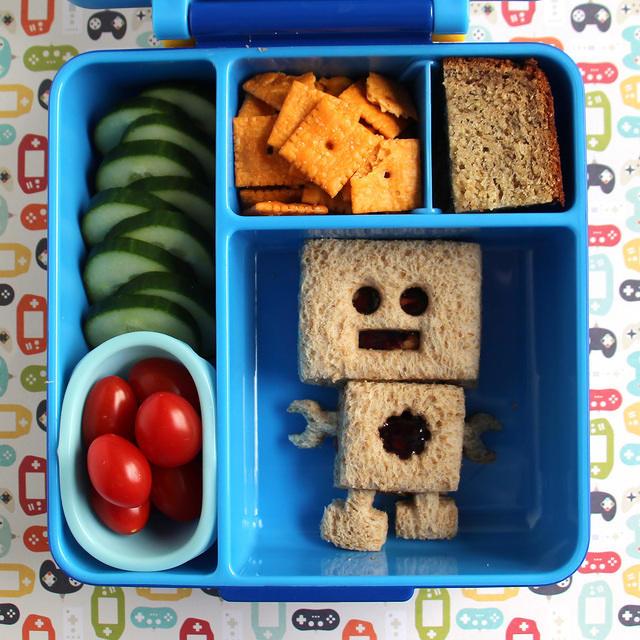 Robot Sandwich in the Omiebox