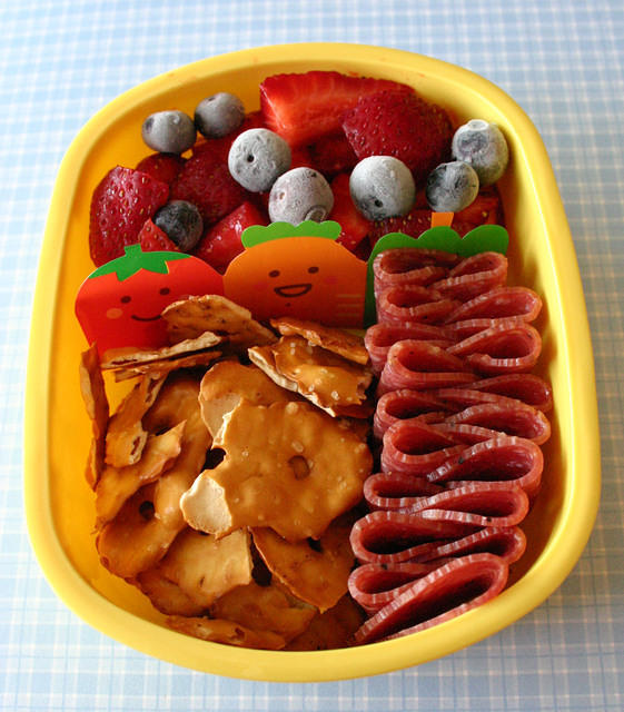 Berries, pretzel thins and salami for a preschooler