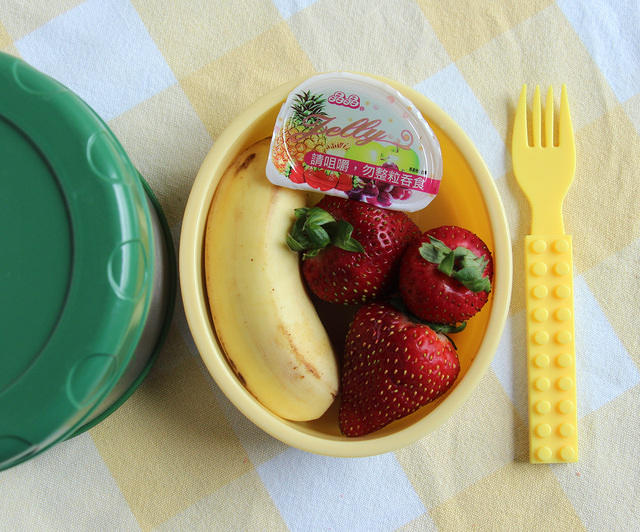 Pasta thermos, fruit and Asian jelly snack lunch