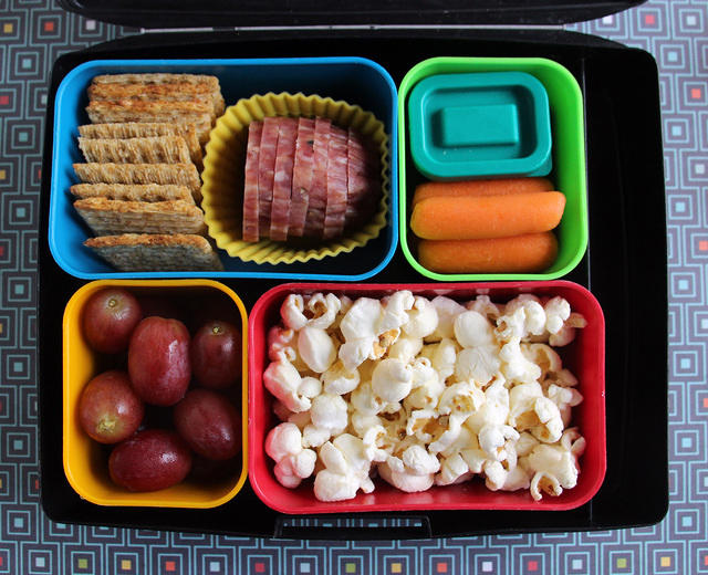 Snacky Monday morning bento