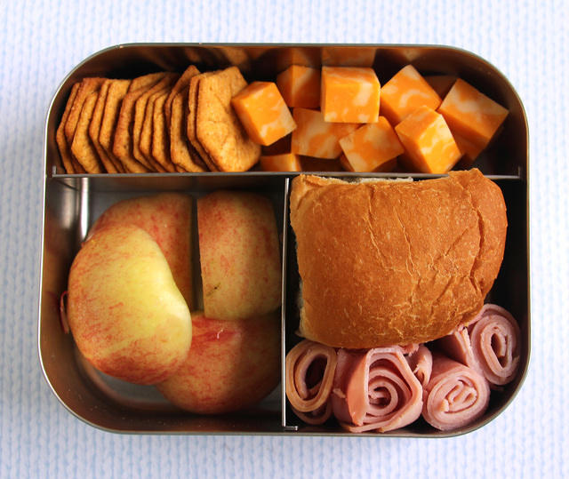 Bread, cheese and apples LunchBots Bento