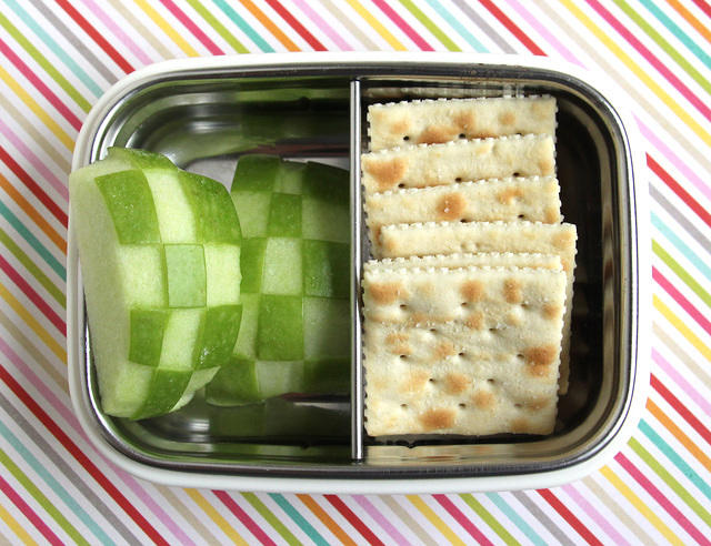 Checkered Apple and Cracker Snacker