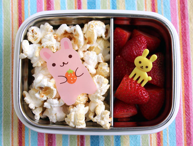 Popcorn and strawberries snack (with bunnies)